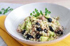 Bulgur s avokádom, tuniakom a olivami Potato Salad, Healthy Life, Oatmeal, Tofu, Food And Drink, Quinoa, Smoothie, Healthy Recipes, Homemade