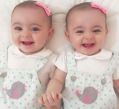 Cute Baby Twins, Twin Baby Girls, Cute Little Baby, Baby Kind, Twin Babies, Little Babies, Precious Children, Beautiful Children, Beautiful Babies