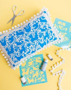 How to make a DIY stenciled otomi pillow. The perfect Mother's Day DIY gift idea using Martha Stewart stencils and paint! Martha Stewart Stencils, Martha Stewart Paint, Martha Stewart Crafts, Summer Crafts, Fun Crafts, Diy And Crafts, Craft Projects For Kids, Sewing Projects, Diy Earring Holder