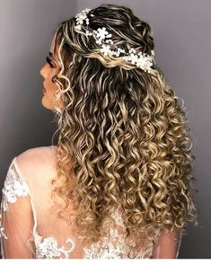 Pin by kenzie rm on hair in 2019 peinados de negras, peinados con rizos, ca Wavy Bob Hairstyles, Formal Hairstyles, Bride Hairstyles, Spring Hairstyles, Haircuts, Natural Curls, Natural Hair Styles, Long Hair Styles, Curly Wedding Hair