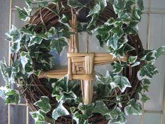 Breaking The Chains: Ideas: Decorando el altar de Imbolc -use a lighter colored wreath? Festival Lights, Fire Festival, Wiccan, Magick, Witchcraft, Brigid's Cross, St Brigid, Cross Wreath, Beltane