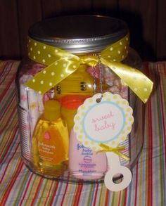 Have an upcoming baby shower? Try this simple DIY baby shower gift idea using a jar and filling it with baby friendly products. Have an upcoming baby shower? Cadeau Baby Shower, Baby Shower Gifts, Unisex Gifts, Jar Gifts, Baby Crafts, Wrapping Ideas, Gift Wrapping, Creative Gifts, Homemade Gifts