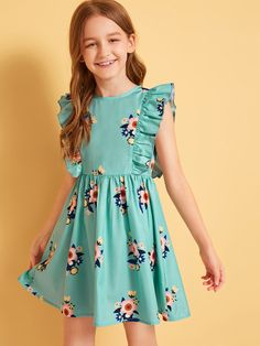 Girls Ruffle Armhole Floral Print Flare Dress | SHEIN UK Little Girl Dresses, Girls Dresses, Party Dresses, Moda Junior, Kids Frocks Design, Kids Outfits, Cute Outfits, Emo Outfits, Girl Fashion