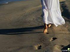 Em Maio, mês que se comemora a mulher ELA: mês das noivas, mês das mães, mês das garotas que sonham um dia em crescer e terem uma família e das que sobrevoam os sonhos através dos sonhos das amigas que ....(Continue lendo) http://bethvalentimcoisademulher.blogspot.com.br/2015/04/novo-romance-de-beth-valentim.html