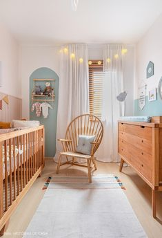 Quarto de bebê acolhedor tem decoração natural com cores claras e produtos da Leroy Merlin Baby Nursery Decor, Baby Bedroom, Baby Boy Rooms, Baby Decor, Nursery Room, Room Baby, Baby Boy Bedroom Ideas, Ocean Themed Nursery, Babies Rooms