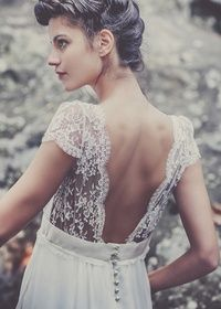 Walking Down the Aisle: Brides With Sleeves Do It Better #vestido #novia #mangas