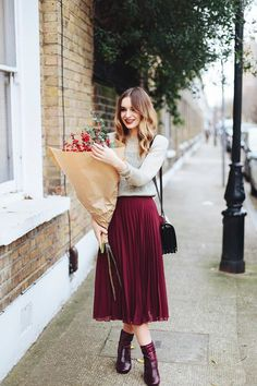 99 Charming Church Outfits Ideas For Winter - Herren- und Damenmode - Kleidung Mode Outfits, Fashion Outfits, Womens Fashion, Fashion Trends, Fashion Ideas, Skirt Fashion, Fashion Guide, Chic Outfits, Pleated Skirt Outfit