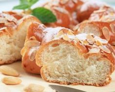 Brioche légère au yaourt 0% et amandes à moins de 200 calories : http://www.fourchette-et-bikini.fr/recettes/recettes-minceur/brioche-legere-au-yaourt-0-et-amandes-moins-de-200-calories.html