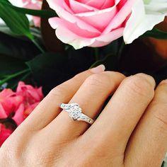 Beautiful!! #weddingring #weddingengament #organizadoradebodas #bodasenllanogrande #bodasenllanogrande #bodasencolombia #weddingplanner #wedding #bodas #bodasenllanogrande #bodasmedellin #anillodeboda #anillodecompromiso