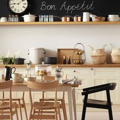 Neutral wood kitchen with black accents | Kitchen decorating | Ideal Home | Housetohome.co.uk