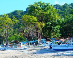 Selbst die Boote der Balinesen sind farbenfroh ...