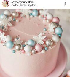 christmas cake Pink prosecco cake - C - Christmas Cake Designs, Christmas Cake Decorations, Christmas Cupcakes, Christmas Sweets, Holiday Cakes, Christmas Baking, Winter Christmas, New Year Cake Decoration, Chrismas Cake