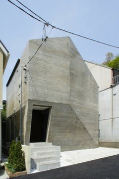 House of Platinum is a minimalist house located in Japan, designed by MDS Architects.