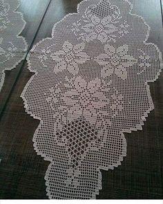#igneoyasi #dantel #tigoyalarim #patik #erzurum #yazmaoyalari #çeyiz #çeyizlik #kızlarımız#havlular #tulbentler # düğün hazırlığı yapanlar #buraya # Crochet Lace Edging, Crochet Doily Patterns, Thread Crochet, Crochet Doilies, Crochet Stitches, Crochet Table Runner, Crochet Tablecloth, Epic Drawings, Fillet Crochet