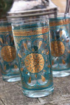 Moroccan Mint Tea Glasses - love them Moroccan Decor, Moroccan Style, Hand Der Fatima, Tea Glasses, Decoration Table, Vintage Glassware, Tea Set, Tea Time, Tea Cups