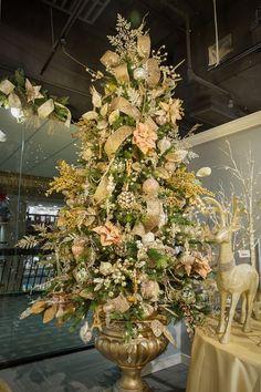 Tonos champán, una de las tendencias en tonalidades para decoración de árboles de navidad 2016. #TendenciasNavidad2016