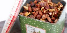 Nøtter i lønnesirup – Berit Nordstrand Nut Recipes, Dog Food Recipes, Healthy Recipes, Yummy Snacks, Yummy Food, Norwegian Christmas, Sweets Cake, Christmas Treats, Granola