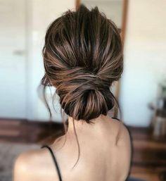 """wedding ideas.es on Instagram: """"Sencillo y elegante perfecto para invitadas y novias🔝. Obra de @anarabyanalerida #novia #recogido #peinadodenovia #novias #noviasconestilo…"""" Updos, Hairdos"""