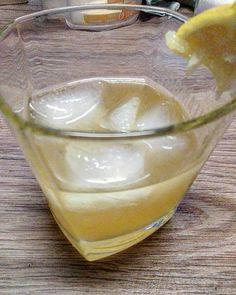 #WhiskySour - selbst #zubereitet. #Whisky #zitrone #sauer #gemixt #murcia #agrio #biozitrone #selbstzubereitet #eiswürfel #lifestyle #kultur #cultura