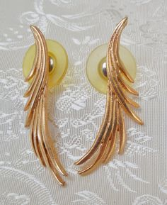 Vintage Earrings Flowing Goldtone Feathers by KKCollectibleCollage, $2.90 https://www.etsy.com/listing/160737379/vintage-earrings-flowing-goldtone