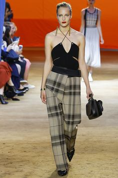 See the complete Céline Spring 2016 Ready-to-Wear collection.