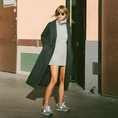 THE LADY AND THE TRENCH. I'm not really hopping on the trainers bandwagon but if they were loafers hnnng what a fucking chic outfit.
