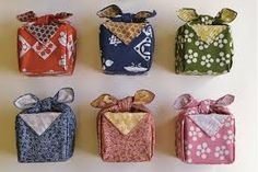 Furoshiki are a very beautiful and eco alternative to wrapping with paper. For the holidays, you might want to consider skipping the wrapping paper! Furoshiki Wrapping, Nihon, Projects To Try, Lunch Box, Wraps, Holiday, Fabric, Diy, Image