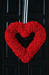 This Red Rose Felt Wreath is definitely a must-make for this year's Valentine's Day decorations. So pretty!