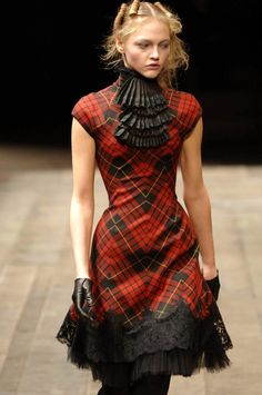 sasha pivovarova magazine : Alexander McQueen - F/W 2006