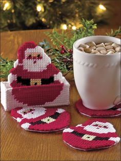 Plastic Canvas - Holiday & Seasonal Patterns - Christmas Patterns - Roly-Poly Santa