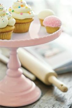 These Rosanna Decor Bon Bon inch Round Cake Stands bring beautiful Victorian antique-influenced shapes together with pastel colors. The porcelain cake stands will be centerpieces alone or a tiered table-scape with other Decor Bon Bon pedestals. Cupcake Shops, Cupcake Cakes, Cupcake Tray, Cake Pedestal, Blue Cakes, Round Cakes, Cake Plates, Mini Cupcakes, Sweet Cupcakes
