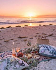 If picnics aren't your thing, there are several lovely restaurants and wine bars along the beach here; there are also plenty of grassy areas plus a lovely long jetty to stroll along so you can work up an appetite.