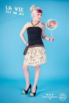 Jupe Elise, petite jupe rétro avec motif plume de paon rose. www.mrtipoi.com