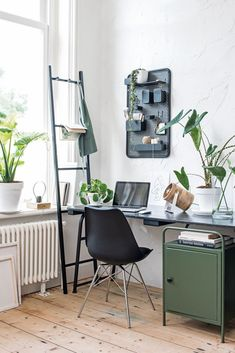 Workspace Design, Home Office Design, Home Office Decor, Home Decor, Corporate Office Decor, Home Art Studios, Art Studio At Home, Industrial Home Offices, Office Interiors