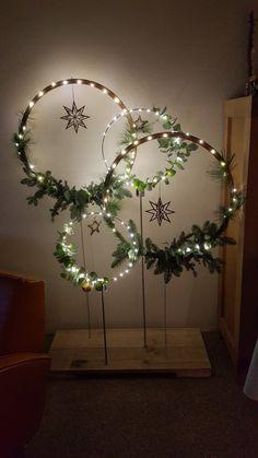 Christmas Origami, Diy Christmas Tree, Christmas Decorations To Make, All Things Christmas, Winter Christmas, Christmas Ornaments, Holiday Decor, Alternative Christmas Tree, Xmas Wreaths