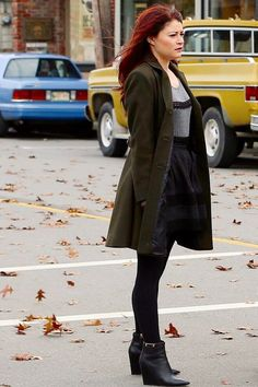 Once Upon A Time Belle outfit Hunter green coat, tights, skirt, sweater and boots Emilie De Ravin, Bright Spring, Belle Outfit, Belle French, Fall Outfits, Cute Outfits, Librarian Chic, Queen, Once Upon A Time