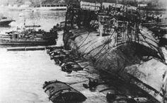 La Novorossijsk (Giulio Cesare) capovolta all'interno della base di Sebastapoli, il 29 ottobre 1955