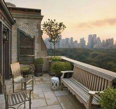 Fifth Avenue terrace, New York