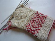 Knit Mittens, Knitted Gloves, Knitting Socks, Hand Knitting, Wrist Warmers, Hand Warmers, Knitting Stitches, Knitting Patterns, Fingerless Mitts