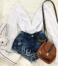 Short jeans, body branco e tênis converse all star botinha. Cute Summer Outfits, Cute Casual Outfits, Pretty Outfits, Stylish Outfits, Casual Summer, Teen Fashion Outfits, Outfits For Teens, Girl Outfits, Mode Rockabilly
