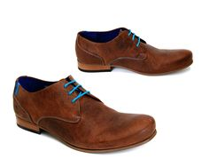 CBC shoes from Fluevog. Love the rich brown, contrasting laces. Mens Fashion Wear, Unisex Fashion, Men's Shoes, Shoe Boots, Dress Shoes, Mens Clothing Trends, Sneaker Boots, Shoe Dazzle, Types Of Fashion Styles