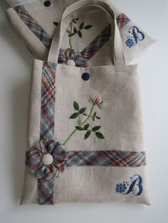 Hand Embroidery and Its Types - Embroidery Patterns Patchwork Bags, Quilted Bag, Embroidery Bags, Hand Embroidery Designs, Fabric Crafts, Sewing Crafts, Diy Bag Designs, Summer Tote Bags, Crochet Shoulder Bags