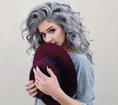 Haare grau färben -trend-silber-modisch-fashion-hut-boho-stil
