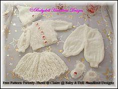 FREE Boys and Girls Christmas Sets doll/Baby Born/Newborn-free knitting pattern Baby Doll Clothes, Crochet Doll Clothes, Knitted Dolls, Doll Clothes Patterns, Doll Patterns, Baby Dolls, Knitted Baby, Free Knitting Patterns Uk, Knitting For Kids