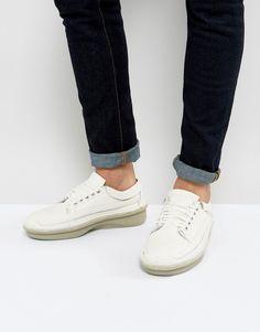 CLARKS ORIGINALS OSWYN LO MID SNEAKERS - WHITE. #clarksoriginals #shoes #