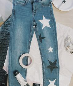 star jeans 🤩🤩 - For A See Diy Jeans, Cute Jeans, Painted Jeans, Painted Clothes, Diy Clothing, Custom Clothes, Do It Yourself Vintage, Summer Outfits, Cute Outfits