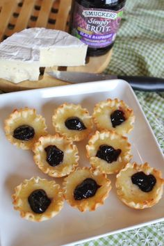 Brie Phyllo Cups have a sweet black raspberry topping with a slight salty taste of the cheese and shells. So easy to assemble and come out bubbling. Finger Food Appetizers, Yummy Appetizers, Appetizer Recipes, Finger Foods, Fruit Recipes, Snack Recipes, Dessert Recipes, Snacks, Party Recipes