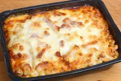 Baked Chicken Pasta Casserole With Biscuits Chicken Tortilla Bake, Chicken Hashbrown Casserole, Chicken Pasta Bake, Chicken Lasagna, Lasagna Noodles, Baked Pasta Recipes, Baking Recipes, Ground Beef Spaghetti Sauce, Italian Baked Chicken