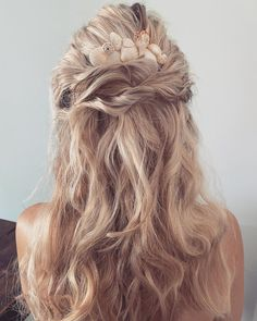 """Emma-Jane Walsh💋 on Instagram: """"🐚 SEA SALT & SHELLS 🐚 . . . Here's another option for you gals that prefer hair down   Sea salt texture finished with my Shell Comb made to…"""" Down Hairstyles, Wedding Hairstyles, Emma Jane, Sea Salt, Shells, Dreadlocks, Texture, Hair Styles, Beauty"""
