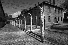 Campo de concentração de Auschwitz  - Blocos e vedações próximos do forno crematório